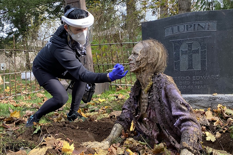 3 DAY OF THE DEAD MFX ARTIST JEANNIE SATTERTHWAITE TOUCHES UP A ZOMBIE (2).jpg